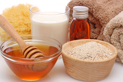 DIY Oatmeal, milk and honey mask